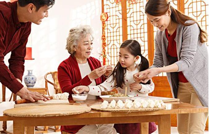 春节包饺子.jpg