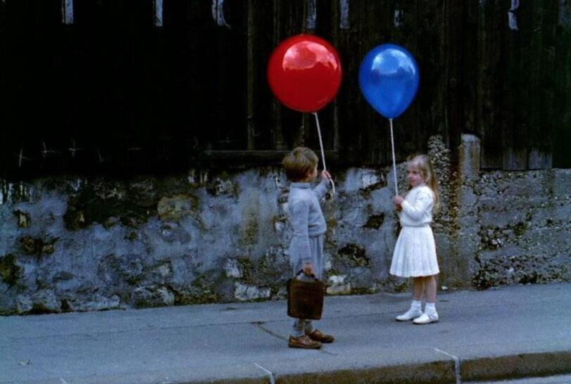 今天老师给我们看了一部电影,叫《红气球》.jpg